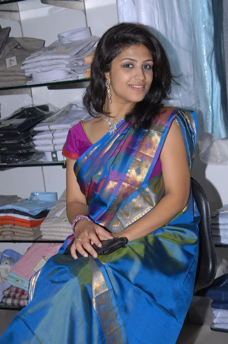supriya in saree actress pics