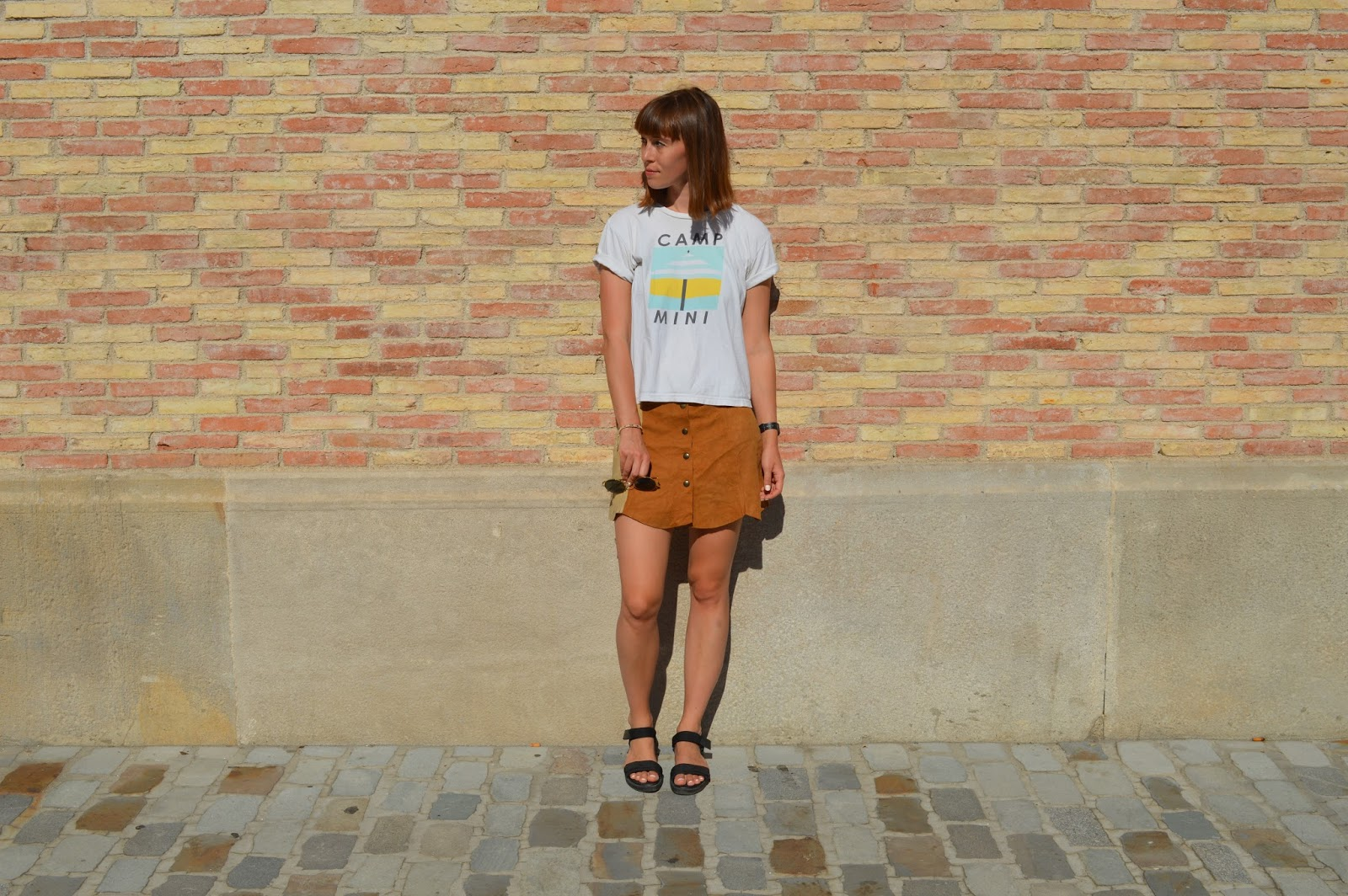 How to style a slogan tee t-shirt with button down suede skirt