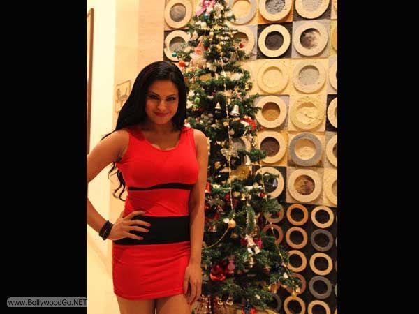 veena+malik+christmas+2012+(13)