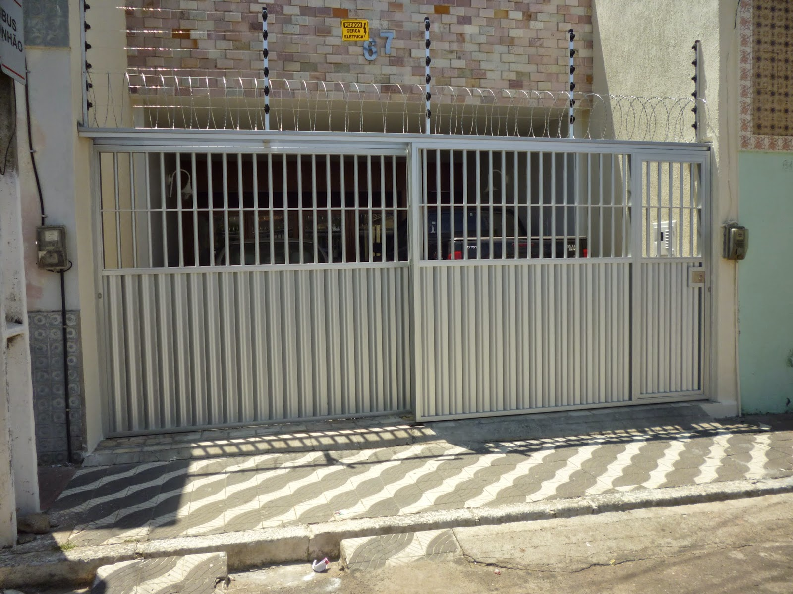 #897C42 PP Alumínio : PORTÕES CORRER ALUMÍNIO FOSCO 1100 Portas E Janelas De Aluminio Na Telha Norte