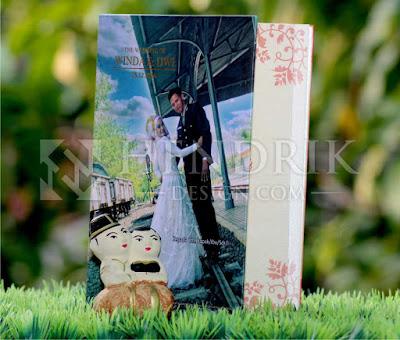 Contoh Undangan Pernikahan Hardcover Winda & Dwi (HCGD-28)