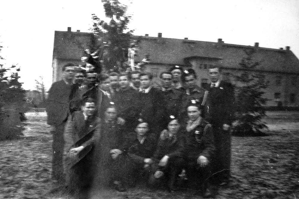 Nieliczne, cenne, zachowane fotografie z okresu okupacji  w  Wilhemshaven. Fotografie Stanisława Brzezińskiego z Koczwary k. Końskich - pancerniaka od Maczka.