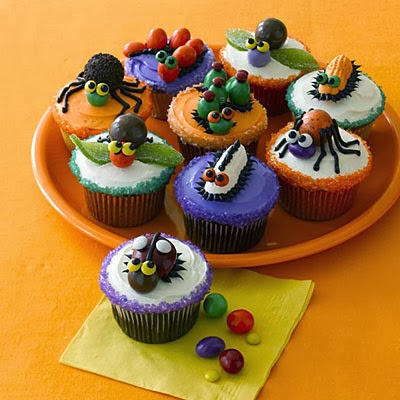 Halloween cupcakes with insects themes