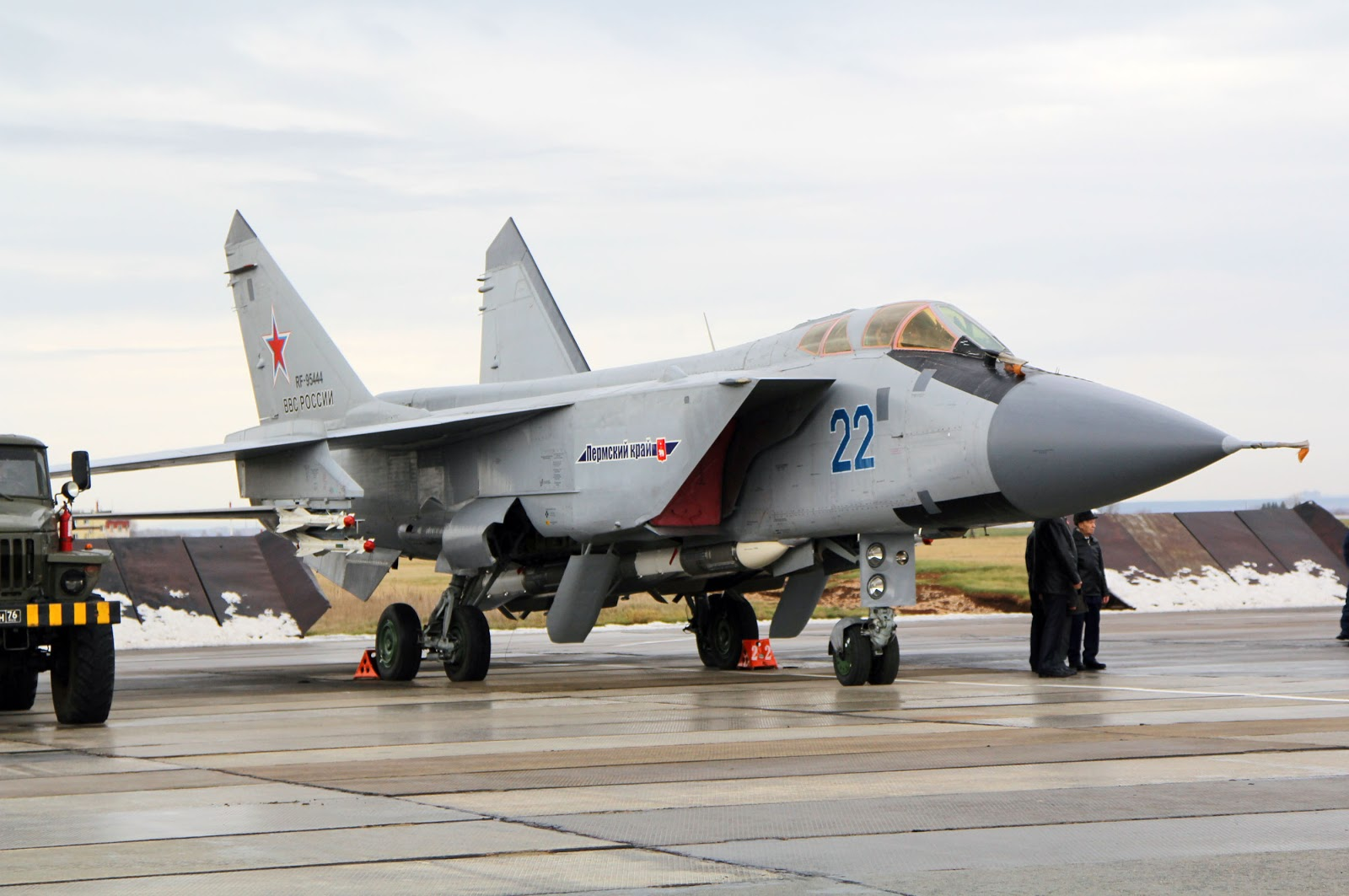 Fuerzas Armadas de la Federación Rusa - Página 3 MIG-31+22+PERM+2+12-2012