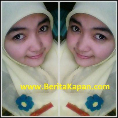 Gadis Cantik Menggunakan Hijab Warna Kuning