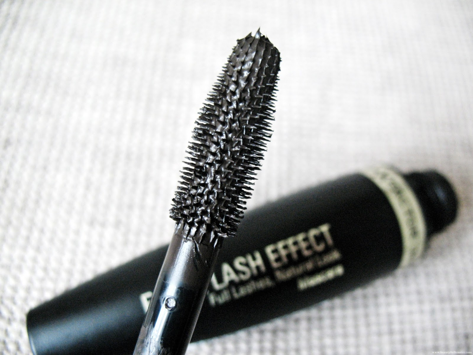 Max-Factor-False-Lash-Effect-Mascara-review-photo-03