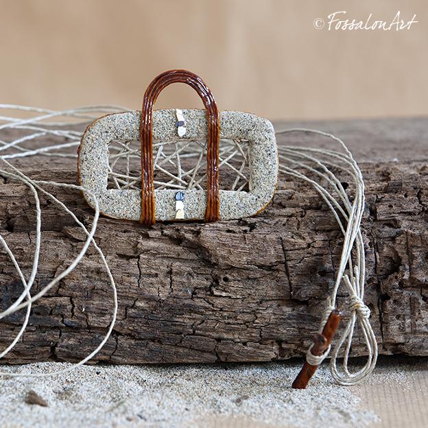 Collana in corda, sabbia e frammenti di conchiglie