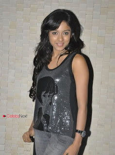 Vithika Picture Gallery in Skinny Jeans at Surya Teja Birthday Bash  0010