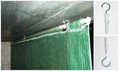 Cortinado de rede sombreira fixado no tecto da varanda