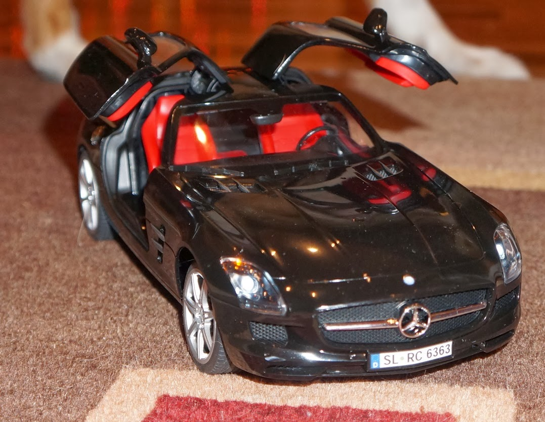 Evan and lauren 39 s cool blog 12 1 13 mercedes benz sls for Silverlit mercedes benz sls amg