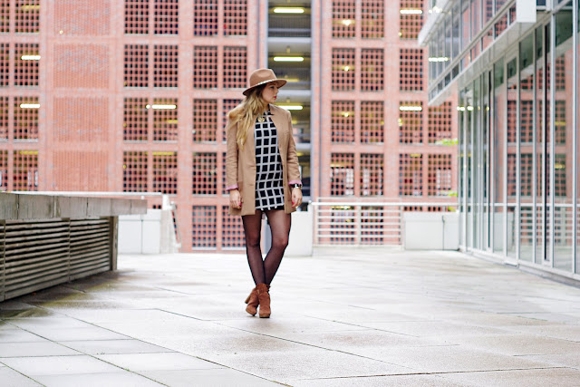 herbst trend, karo, checkered, check, plaid, tartan, fall 2013, ax paris, zara hat, checked, brown blazer, H&M, cubus lion necklace, blogger, german blogger, deutsche blogger, modeblogger, Hamburg, trend 2013,