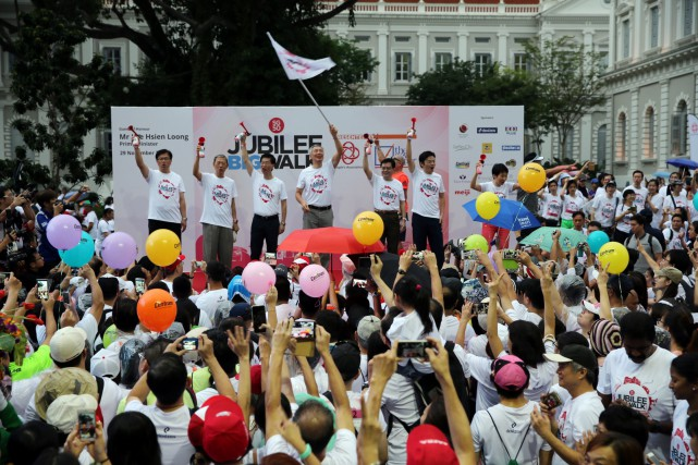 The SG50 Jubilee Big Walk was flagged off by Mr Lee at the National Museum of Singapore, the walk's starting point.