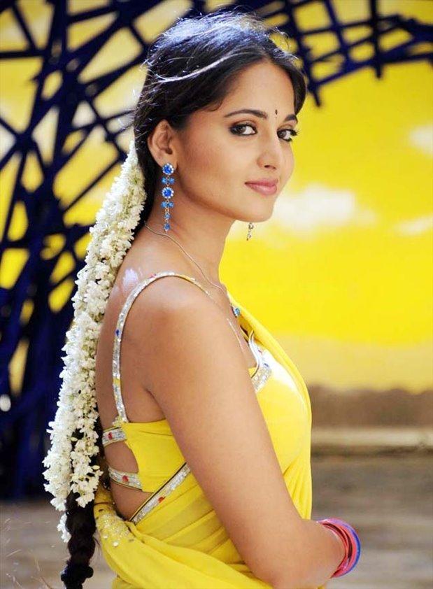 More South indian actress hot in saree