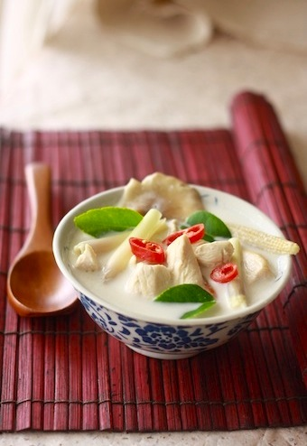 how to make tom kha gai thai chicken soup with galangal recipe at home?