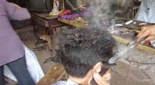 Metode Cukur Rambut Dengan Logam Panas Yang Unik