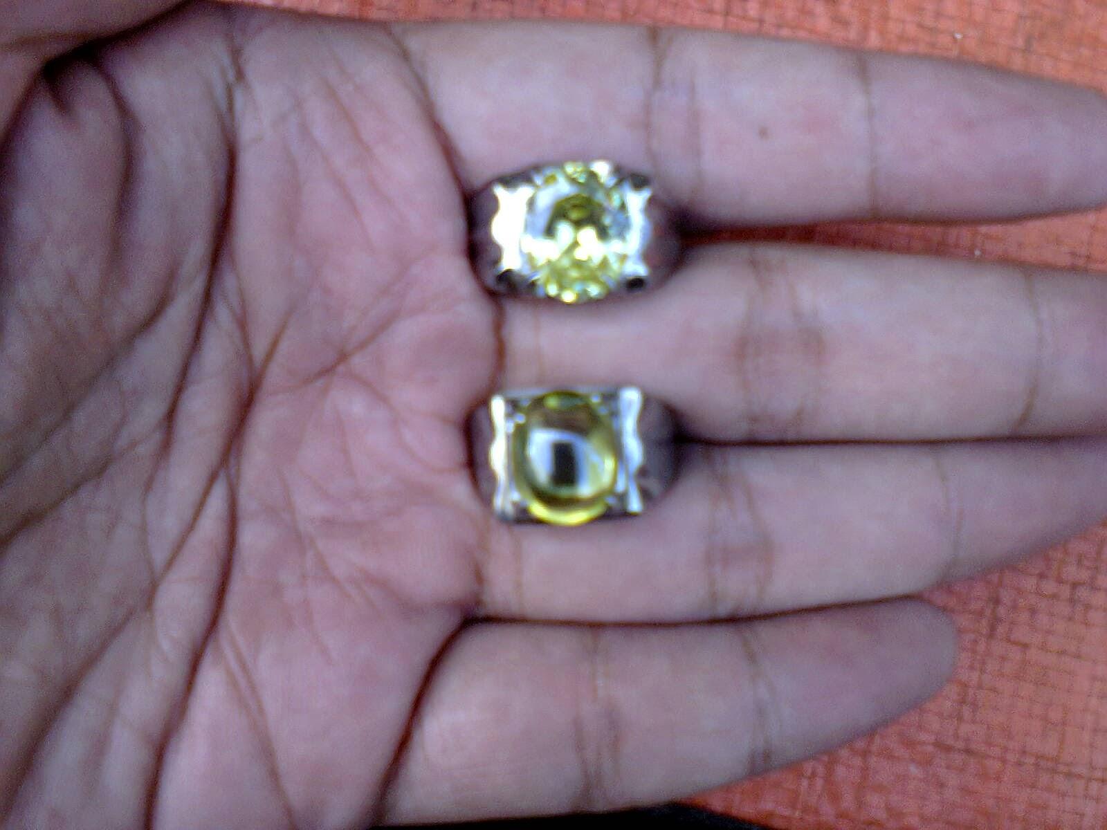 Batu Topaz Kuning