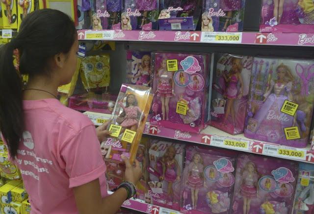 Kemasan Barbie Terkait Perusakan Hutan