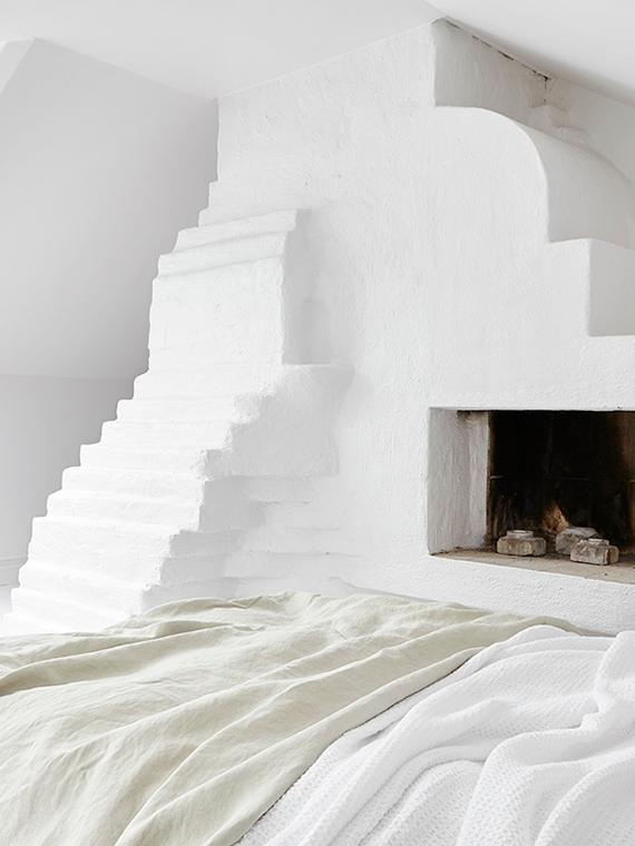 White bedroom to make you dream | Image via Fantastik Frank