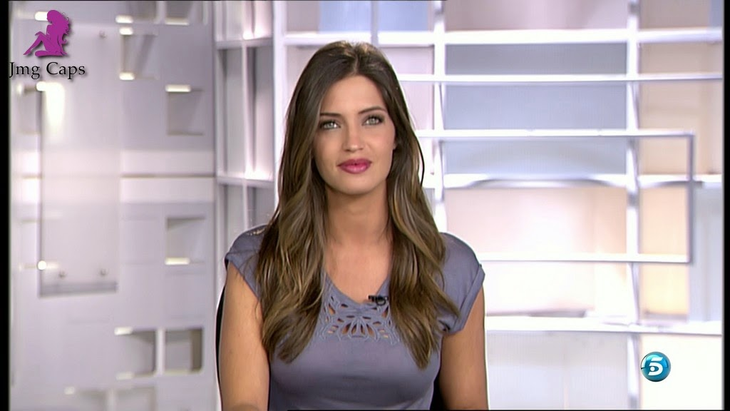 SARA CARBONERO, INFORMATIVOS TELECINCO (05.11.14)
