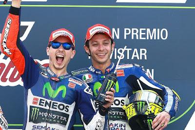 Walau Saling Bermusuhan, Rossi - Lorenzo Sukses Cetak Rekor yang Sama
