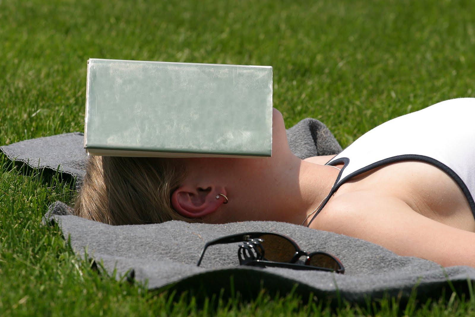 how to make yourself fall asleep early