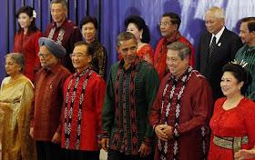 5 Tokoh Dunia Saat Menggunakan Pakaian Batik http://www.jurukunci.net/2012/10/tokoh-dunia-saat-menggunakan-baju-batik.html