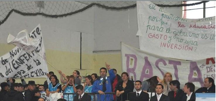 Reclamo docente a Rios y Legisladores