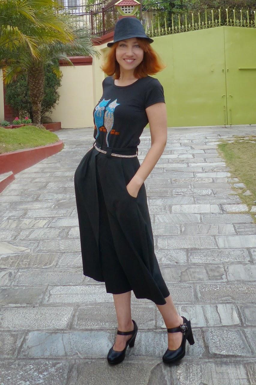 Rhinestones cats t-shirt and black button down skirt