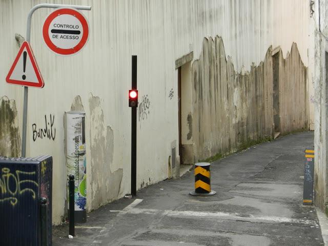 Лиссабон, так перегораживают улицы Алфамы