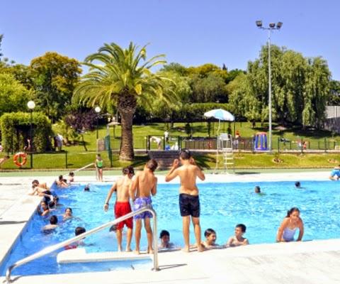 La piscina municipal abre el 15 de junio tomares digital for Piscina tomares