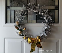 http://www.upcycleddesignlab.com/2015/12/upcycled-paper-tube-holiday-wreath.html