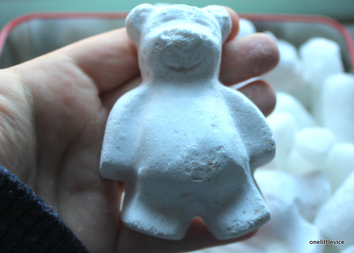 one little vice beauty blog: Lush Butterbear Bath Bomb