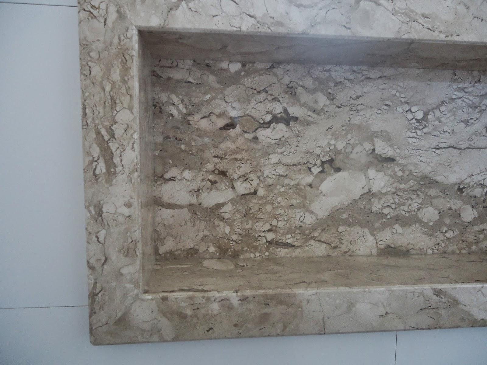 nicho é mármore Bege Bahia ele tem um desnível para não  #5A6771 1600 1200