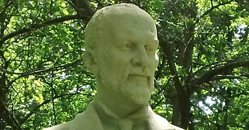 """Imagini pentru George Coșbuc statuie"""""""
