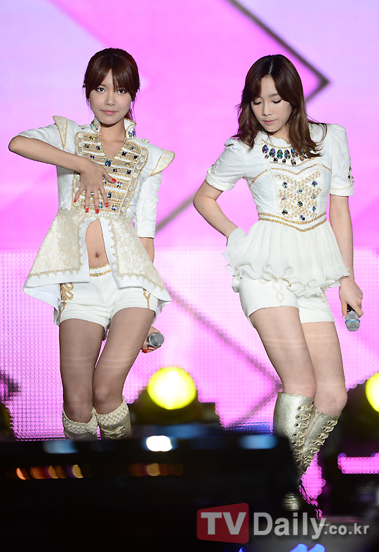 http://4.bp.blogspot.com/-02_sX68gWOI/UDj37VlD-II/AAAAAAAAzsY/oz46KIm1dF4/s1600/snsd+at+14th+korea-china+festival+2012+(13).jpg
