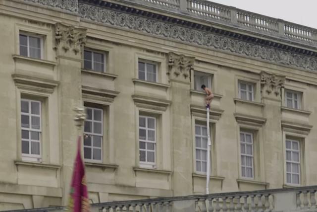 Noticias interesantes: Intenta escapar de un Colegio Mayor descolgándose con una sábana