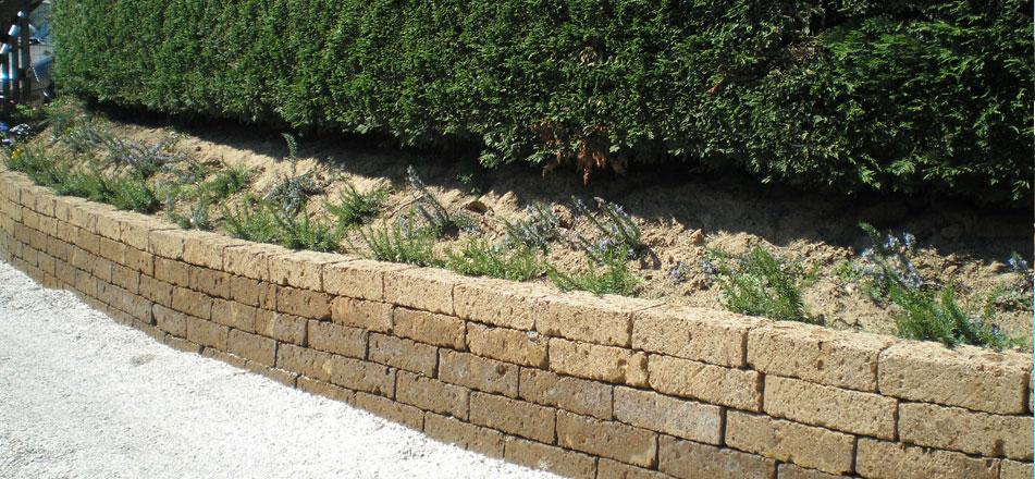 Asocial network blocchetti di tufo - Muretti per giardino ...