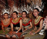 Brunei in Borneo Cultures
