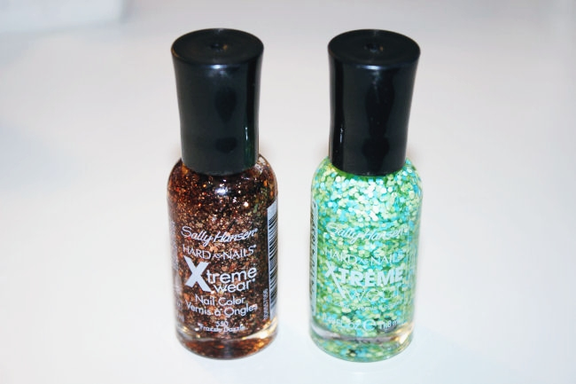 Sally Hansen Xtreme Wear nail polishes: Samba (#730) & Frazzle Dazzle (#550).Sally Hansen sequined nail polishes. Sally Hansen Xtreme Wear. Sally Hansen lakovi za nokte.