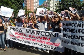 Marcha contra a corrupção pede a saída de Marconi Perillo, em Goiânia