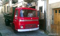 Candelario Salamanca el camión del Tolo a la puerta de su casa en 2010