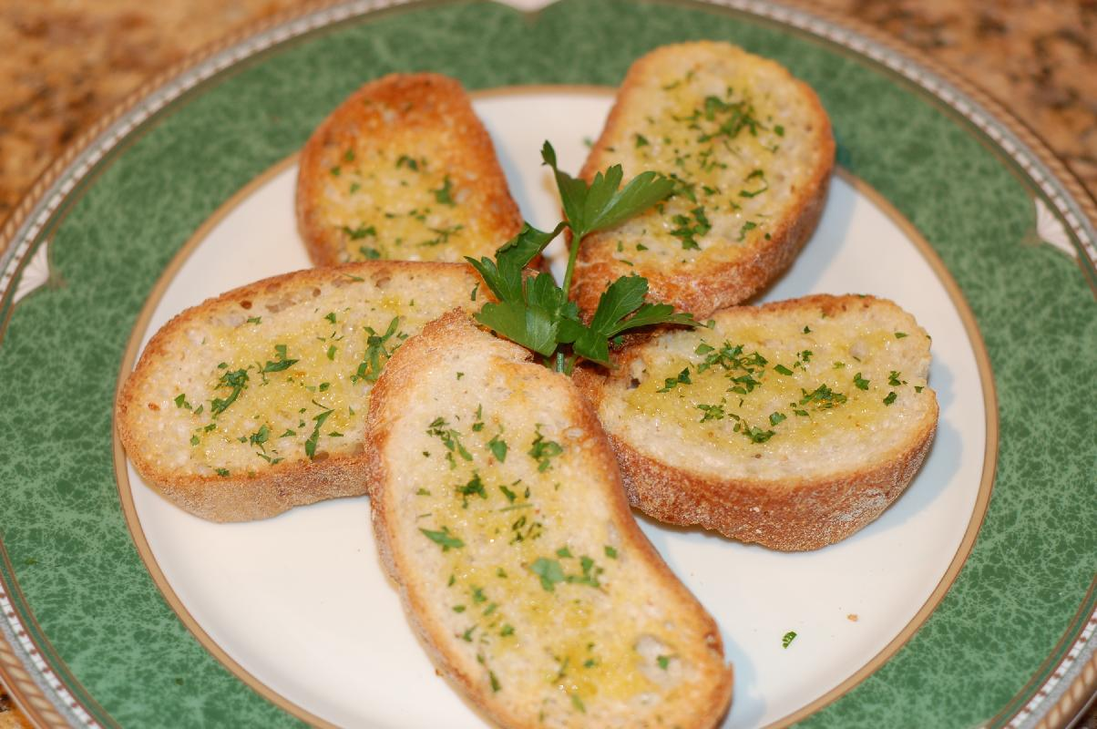 Homemade Garlic Bread Recipe(Perfect side dish and appetizer ...