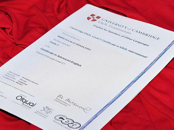 Cultura Inglesa entrega certificados de Cambridge