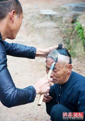 [POTO] Cara Ekstrim Untuk Potong Rambut di China