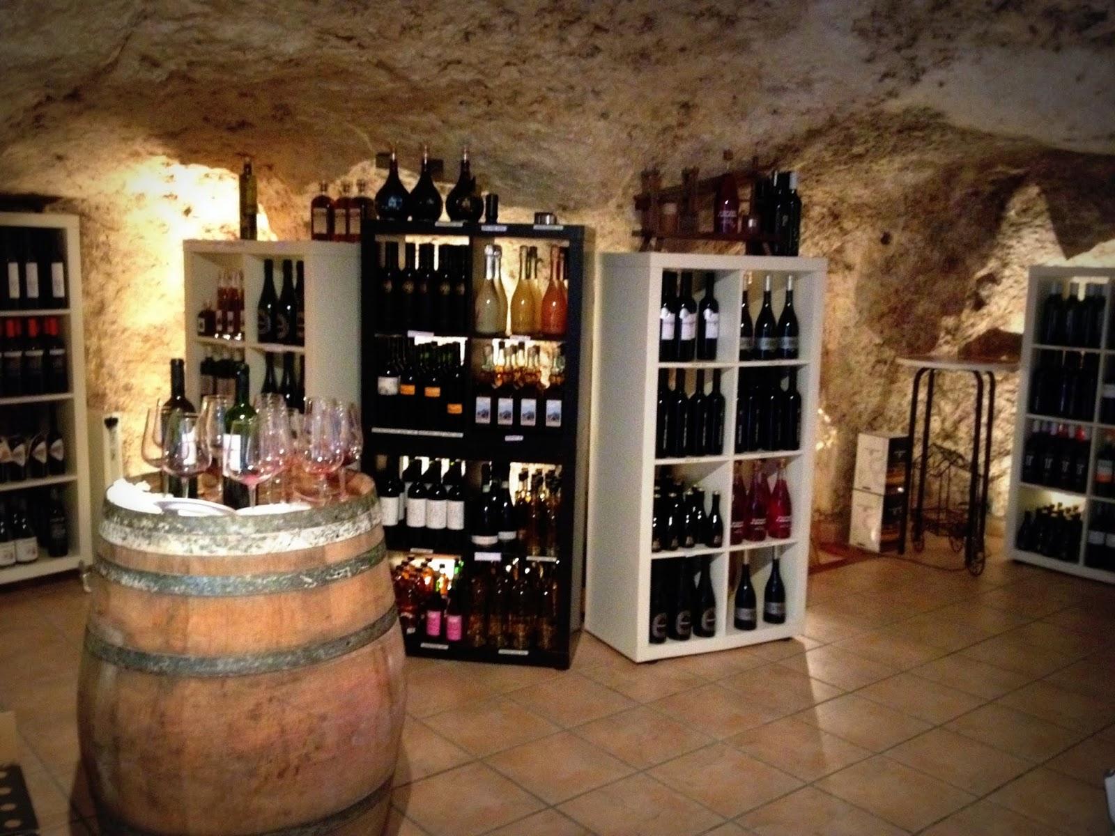 Qu hacer un d a en bocairent cuevas y turismo vero4travel - Como montar una vinoteca ...