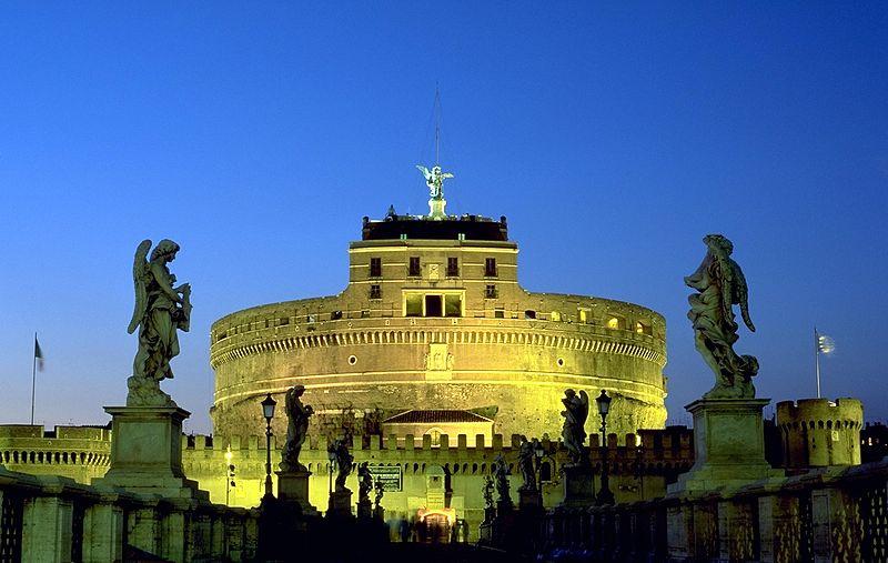 Castillo de Sant'Angelo visto desde el puente homónimo.