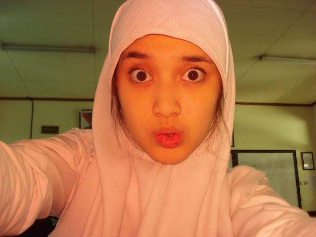 Foto Siswi SMA Berhijab, Putih Cantik (Katanya Artis)