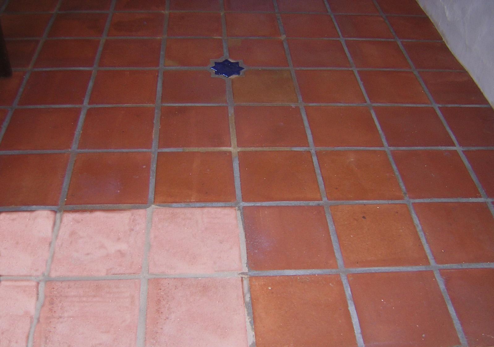 Limpiar y tratar suelos de barro c mo limpiar y tratar - Como quitar el sarro del piso ceramico ...