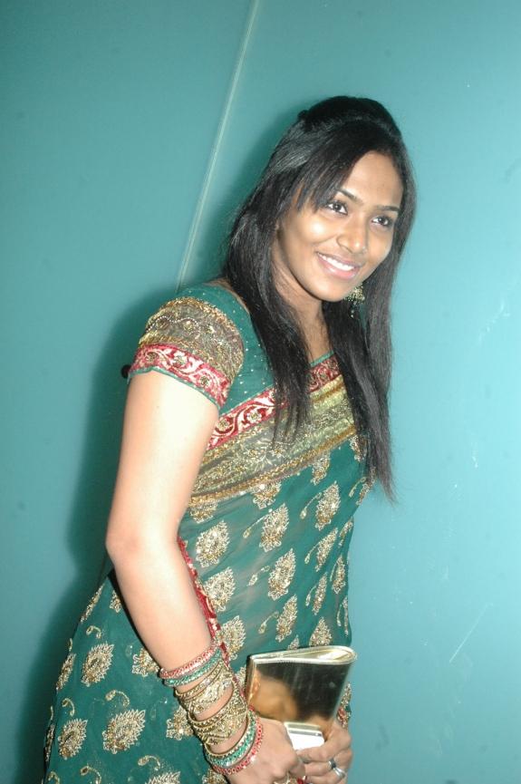 http://4.bp.blogspot.com/-03rkeOAAcak/UEt7shvvwaI/AAAAAAAANNE/pDY3GW0gZw4/s1600/tamil-movies-mannaru-movie-audio-launch15.jpg