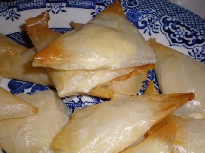 Gustomiki tutti al barettino greco per un aperitivo con tiropitakia - Palme con il cui legno si fanno sedie e tavoli ...